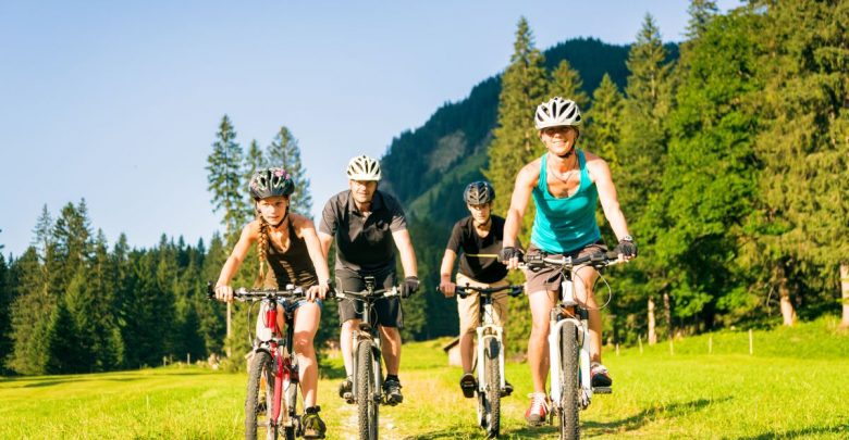 rakousko s dětmi na kole